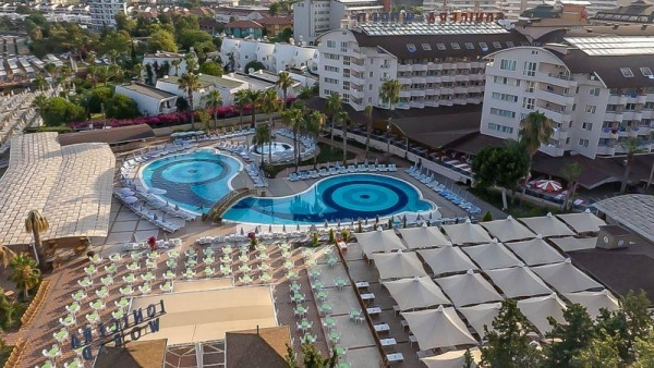 LONICERA WORLD HOTEL ****